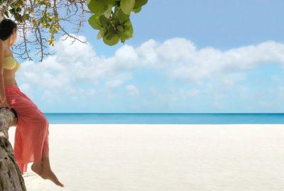 playa-caribe-mujer