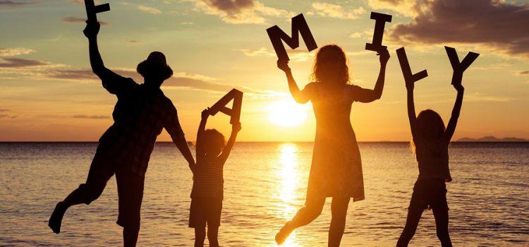 familia en la playa los frailes